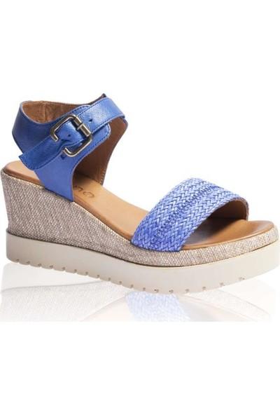 Bueno Shoes Kemerli Hakiki Deri Kadın Dolgu Topuk Sandalet 9N3516