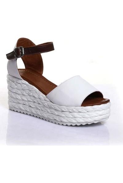 Bueno Shoes Kemerli Hakiki Deri Kadın Dolgu Topuk Sandalet 9N3601