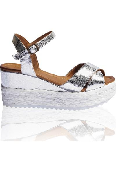 Bueno Shoes Hasırlı Hakiki Deri Kadın Dolgu Topuk Sandalet 9N3606
