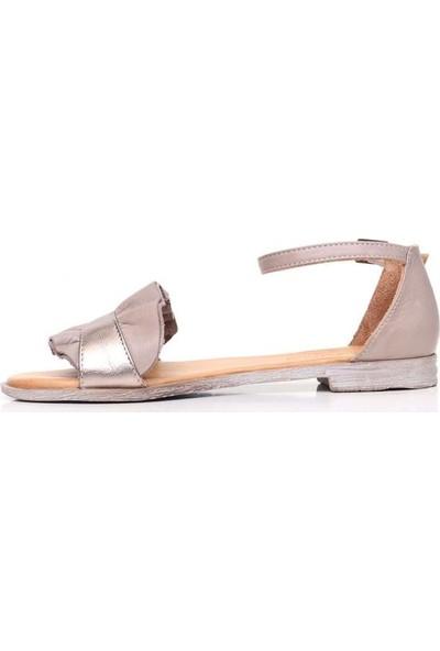 Bueno Shoes Büzgü Detaylı Hakiki Deri Kadın Düz Sandalet 9N5021