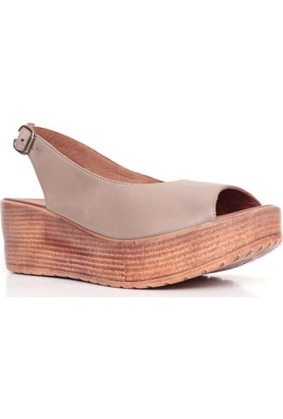 Bueno Shoes Kemerli Hakiki Deri Kadın Dolgu Topuk Sandalet 9N5200