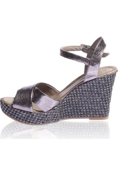 Bueno Shoes Kemerli Hakiki Deri Kadın Dolgu Topuk Sandalet 9N5501