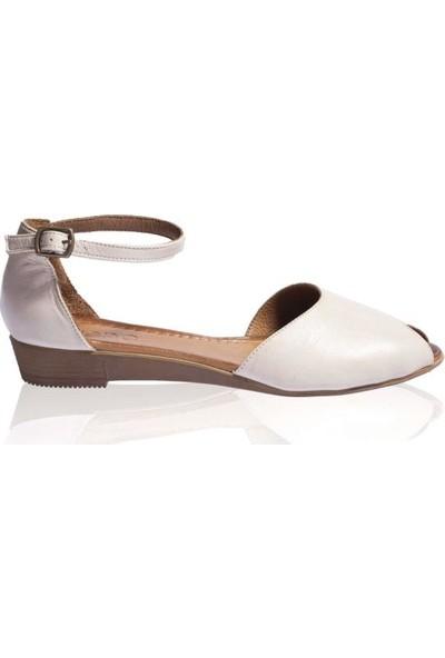 Bueno Shoes Kemerli Hakiki Deri Kadın Düz Sandalet 9N7202