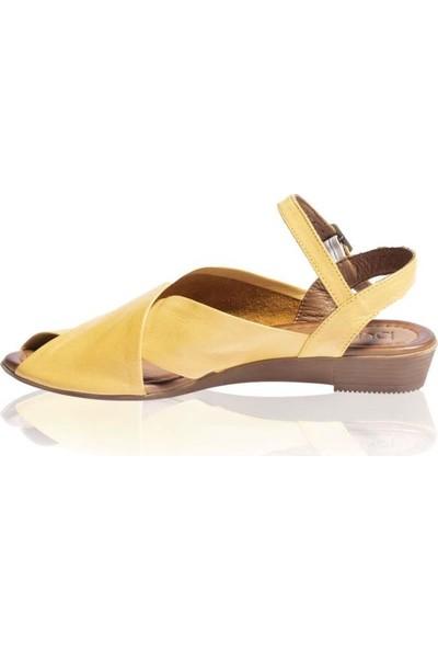 Bueno Shoes Kemerli Hakiki Deri Kadın Düz Sandalet 9N7211