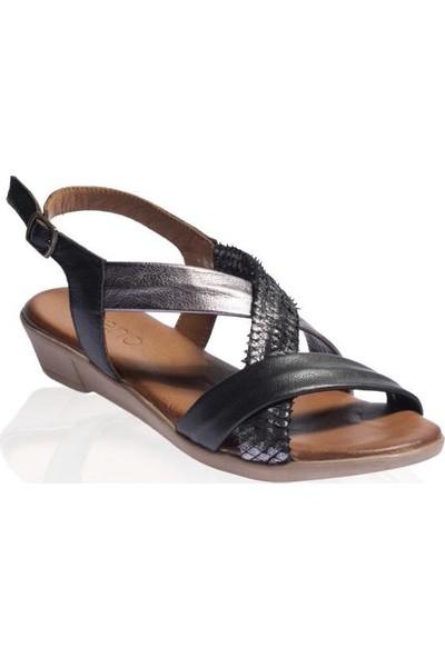 Bueno Shoes Şerit Detaylı Hakiki Deri Kadın Düz Sandalet 9L1505