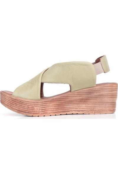 Bueno Shoes Lastikli Hakiki Deri Kadın Dolgutopuk Sandalet 9L3402
