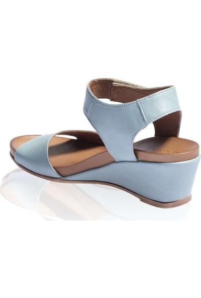 Bueno Shoes Şeritli Hakiki Deri Kadın Dolgu Topuk Sandalet 9L4000