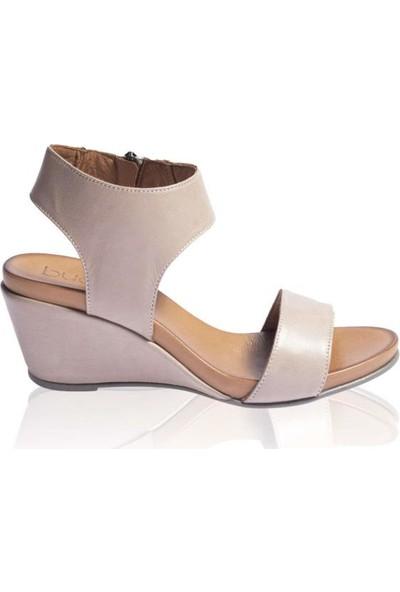 Bueno Shoes Şeritli Hakiki Deri Kadın Dolgu Topuk Sandalet 9N0501