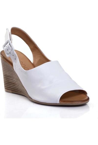 Bueno Shoes Kemerli Hakiki Deri Kadın Dolgu Topuk Sandalet 9N1407