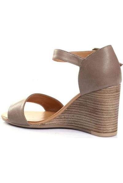 Bueno Shoes Kemerli Hakiki Deri Kadın Dolgu Topuk Sandalet 9N1409
