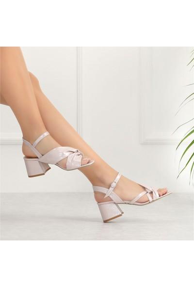 Ayakkabı Delisiyim Aregna Pudra Simli Kalın Topuklu Kadın Sandalet
