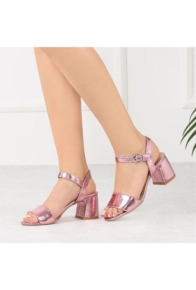 Ayakkabı Delisiyim Arjenin Pembe Kısa Topuk Kadın Sandalet