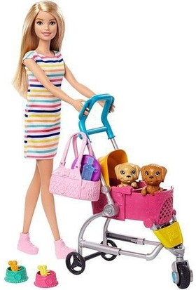 Barbie Köpekleri ile Geziyor