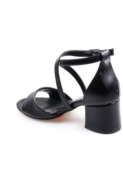 Oc ŞR175 Siyah Kısa Topuk Siyah Günlük Kadın Sandalet