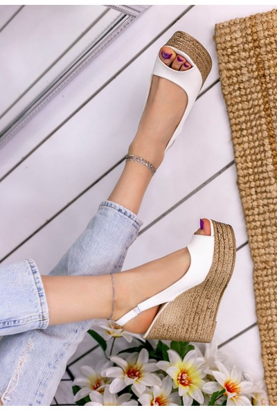 Erbilden Sary Beyaz Cilt Dolgu Topuk Sandalet