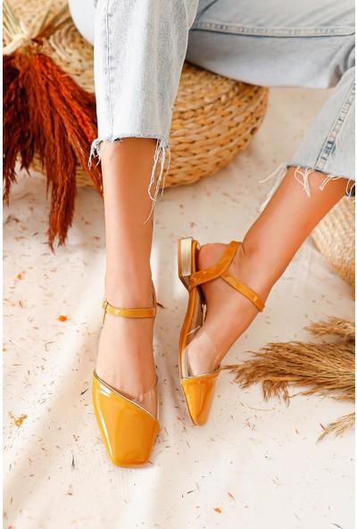 Limoya Janet Şeffaf Detaylı Küt Burunlu Sandalet