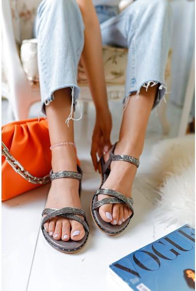 Limoya Travion Çapraz Taş Detaylı Sandalet