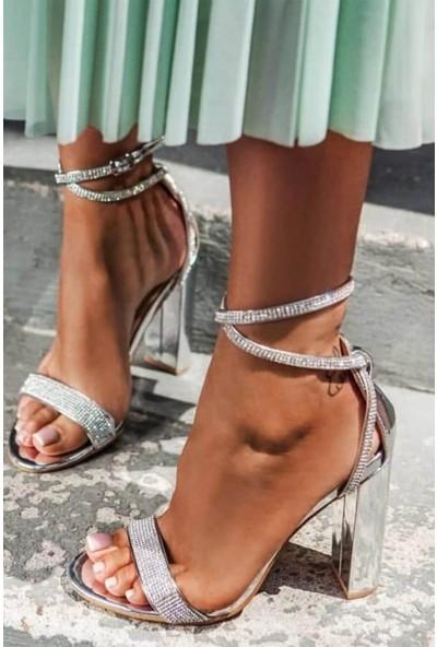 Zugazo Topuklu Gümüş Parlak Taşlı Kadın Ayakkabı
