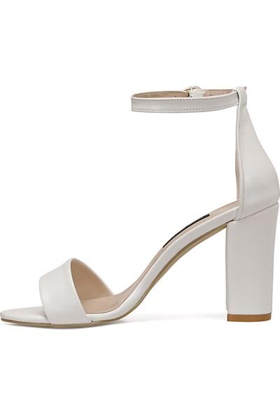 Nine West Calvı Beyaz Kadın Sandalet