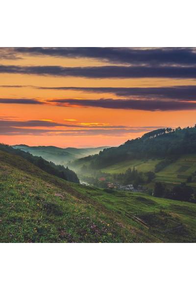 Henge Gün Batımı Yeşil Yayla Manzaralı Desen Fon Perde 150 x 160 cm