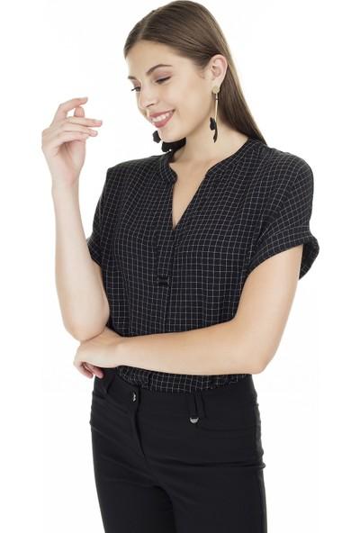 Ayhan Kareli V Yaka Bluz Kadın Bluz 04681405
