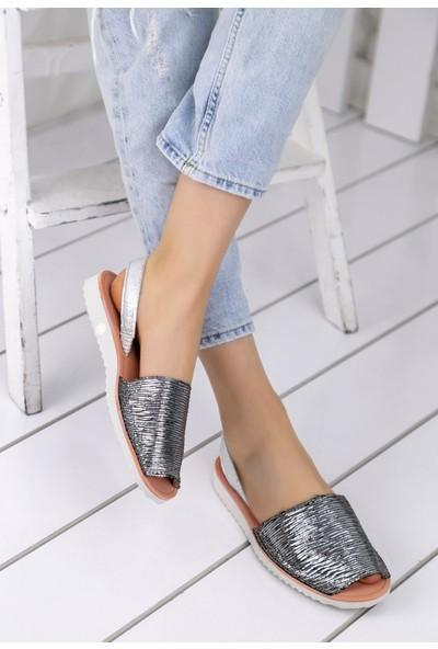 Erbilden Samiye Gümüş Çizgili Sandalet