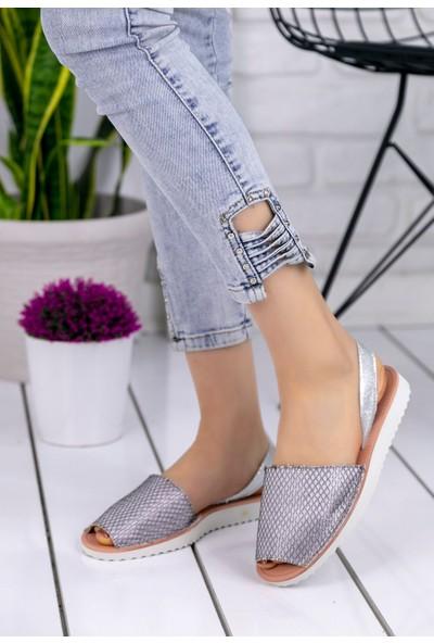 Erbilden Samiye Gümüş Desenli Sandalet