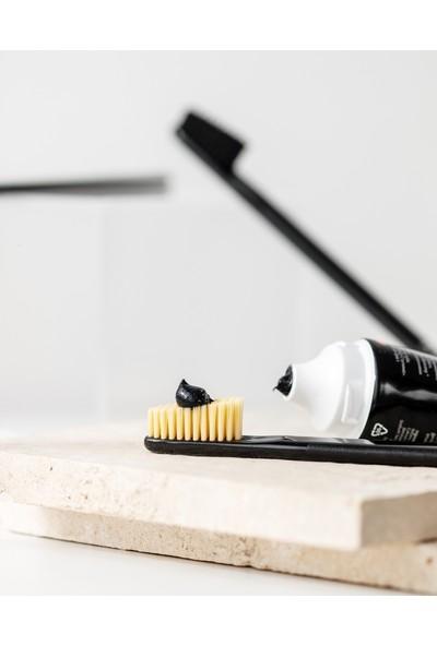 Rocs Black Edıtıon Kömür Özleri Ile Beyazlatıcı Diş Macunu 74gr x 2 Adet