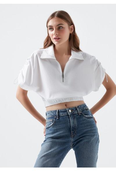 Mavi Kadın Dik Yaka Beli Büzgülü Beyaz Crop Bluz