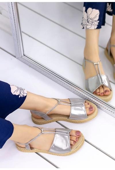 Erbilden Emily Gümüş Rugan Sandalet