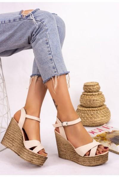 Pabucmarketi Kadın Krem Cilt Dolgu Topuk Sandalet