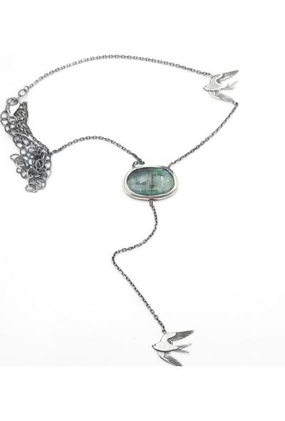 JUST4YOU 925 Ayar Gümüş Zümrüt Doğal Taşlı Kırlangıç Figürlü Antik Gümüş Özel Tasarım El Yapımı Kolye.