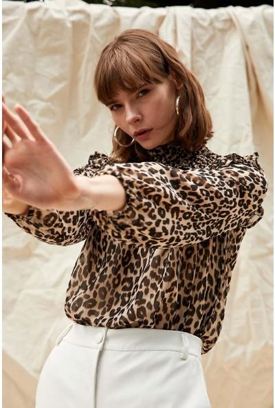 Defacto Kadın Uzun Kollu Volan Detaylı Dik Yaka Gömlek