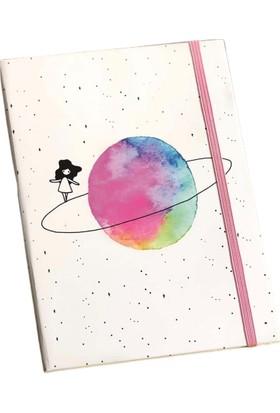 Patladı Gitti Satürnlü Kız Tasarımlı Lastikli Çizgisiz Defter