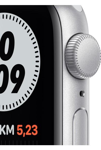Apple Watch Nike SE 40mm GPS Silver Alüminyum Kasa ve Pure Platinum/Siyah Nike Spor Kordon MYYD2TU/A
