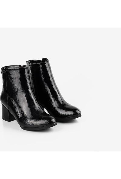 Gökhan Talay Kısa Topuklu Siyah Rugan Kadın Bot