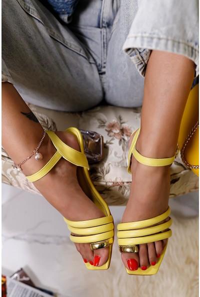 Limoya Napoli Pastel-Sarı Üç Bantlı Bilezik Detaylı Sandalet Şeffaf Topuklu