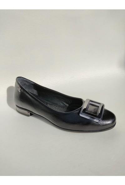 Venüs 2056005K Deri Tokalı Klasik Kadın Babet Ayakkabı