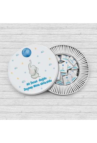 Mutluluk Atölyem Fil Temalı Metal Kutuda Kişiye Özel Baskılı - 100'lü Erkek Bebek Çikolatası