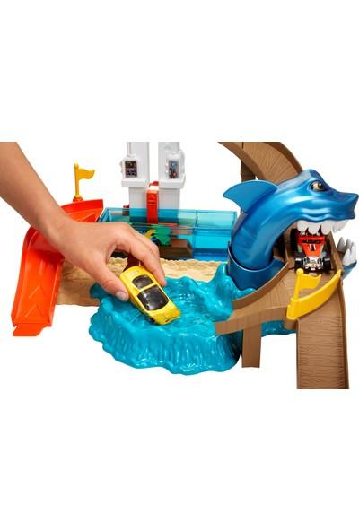 Hot Wheels Renk Değiştiren Araçlar Sharky Oyun Seti - Köpek Balığı Temalı, Havuz, Su Tankı ve 1 Adet Araba Dahil BGK04