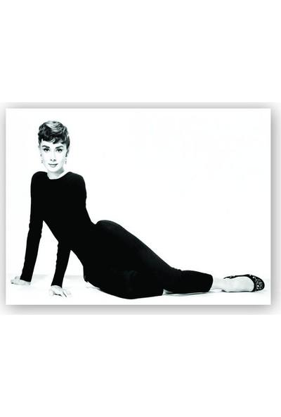 Caka Tablo Ahşap Tablo Audrey Hepburn Siyah Beyaz Oturan Poz