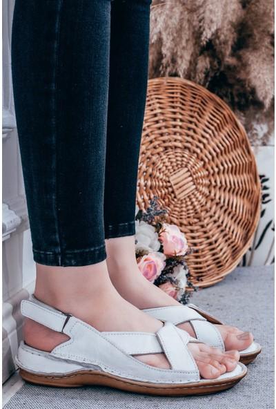Adım Adım Beyaz Kadın Dolgu Topuklu Sandalet