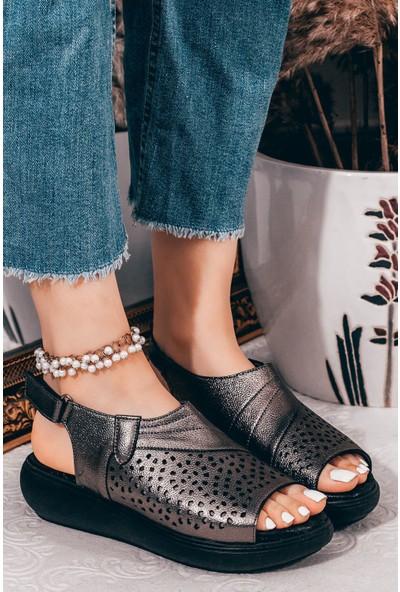 Adım Adım Platin Kadın Dolgu Topuklu Sandalet