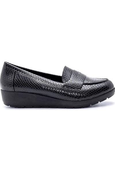 Derimod Kadın Yılan Derisi Desenli Ayakkabı