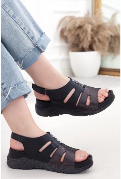 Adım Adım Siyah Deri Cırtlı Kadın Günlük Sandalet A202YSTL0035