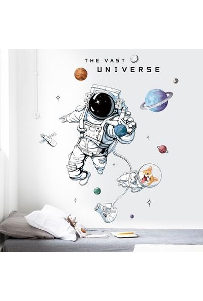 Famelya Astronot ve Köpeği Bebek & Çocuk Odası Duvar Sticker Çıkartma Seti