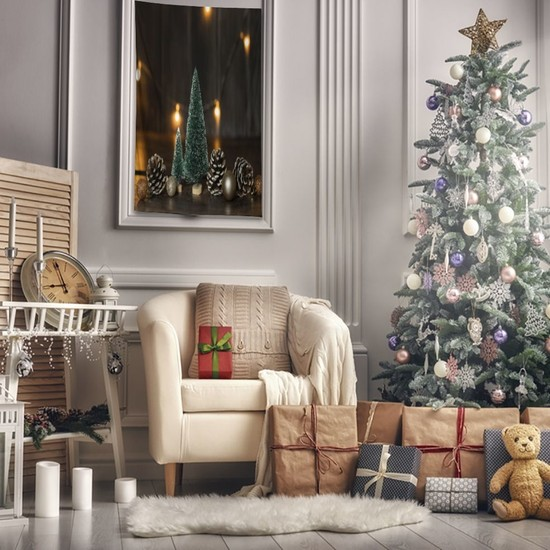 Henge Yılbaşı Noel Süs Ağacı ile Çam Kozalakları Parlak Süslü Duvar Perdesi - Duvar Örtüsü