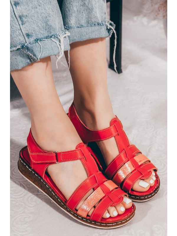 Adım Adım Kırmızı Çapraz Kesim Deri Cırtlı Günlük Kadın Sandalet A202YTAR0011