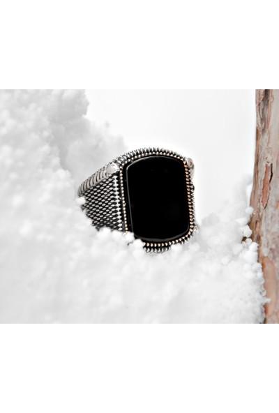 Gül Endam Nokta Işlemeli Siyah Oval Oniks Taşlı 925 Ayar Gümüş Erkek Yüzük