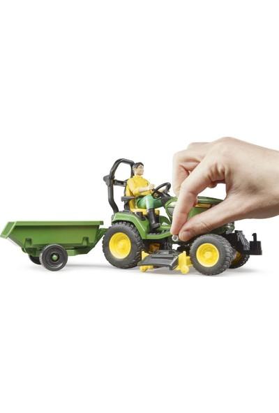 Bruder John Deere Çim Biçme Traktörü ve Bahçıvan BR62104